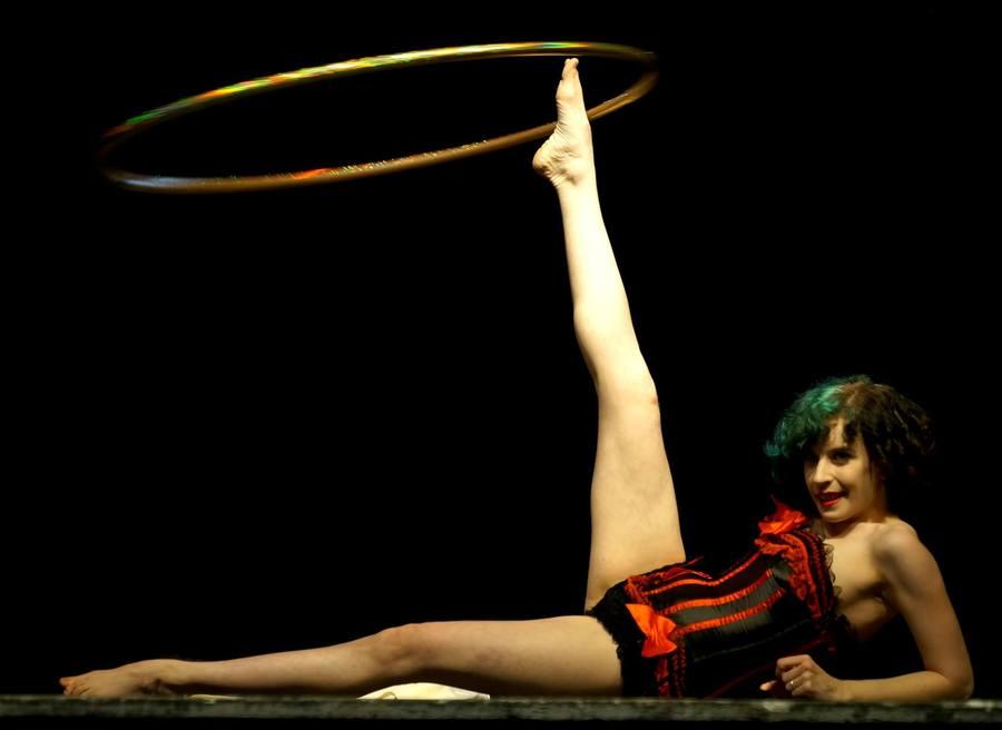 Tess La Coil Burlesque Hooptease artist
