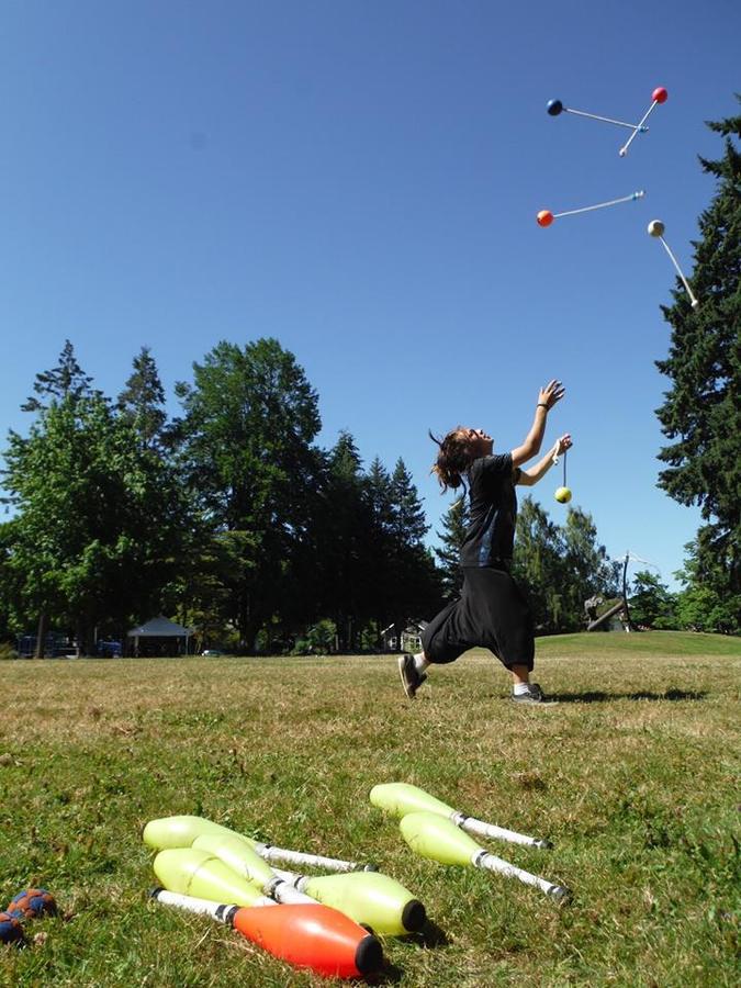 5 Poi Juggling