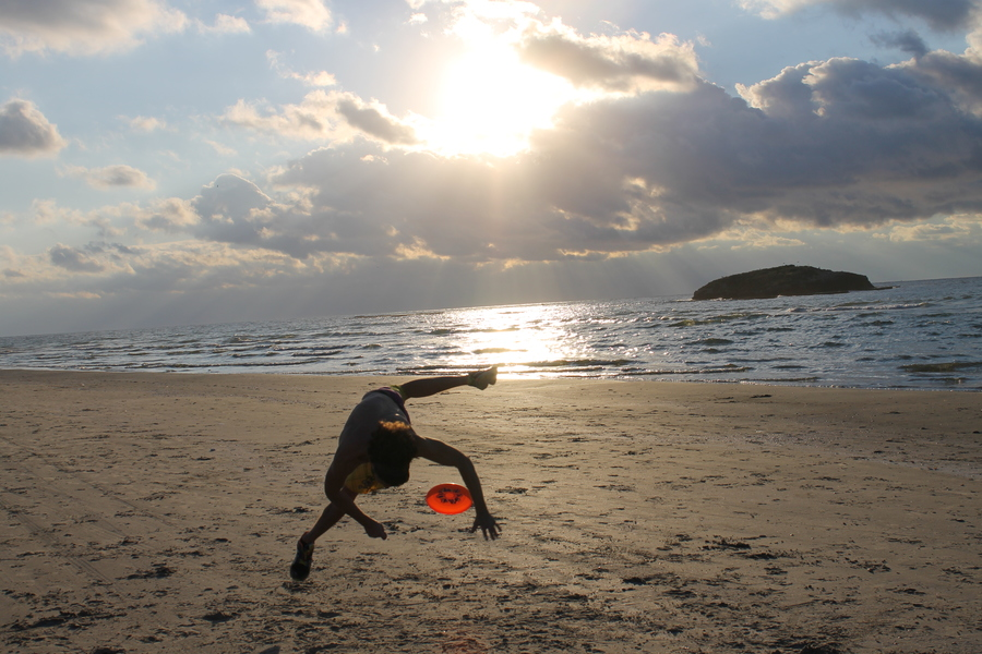 freestyle frisbee at a beach party