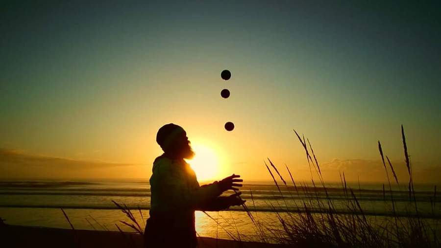 Sunrise juggle uploaded by Nick Rouse